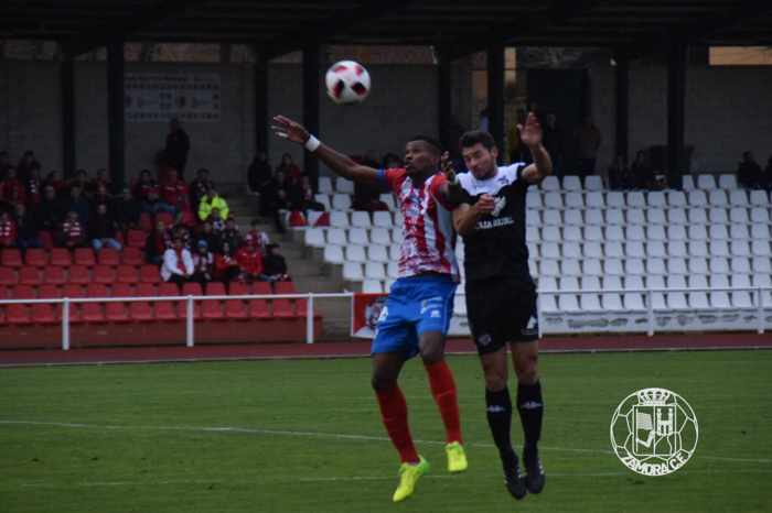Partido entre el Bembibre y el Zamora en Tercera División Castilla y León
